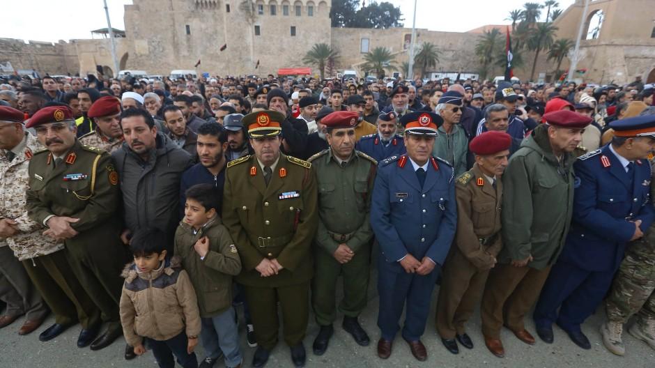Trauerfeier für die Opfer eines Luftschlags der Haftar-Truppen auf eine Militärakademie in Tripolis am 5. Januar 2020, bei dem mindestens 30 Kadetten getötet wurden.
