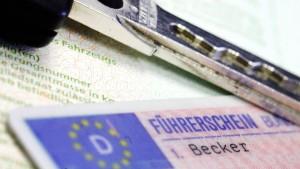 "Innenminister Beuth lobt Projekt ""Gelbe Karte"""