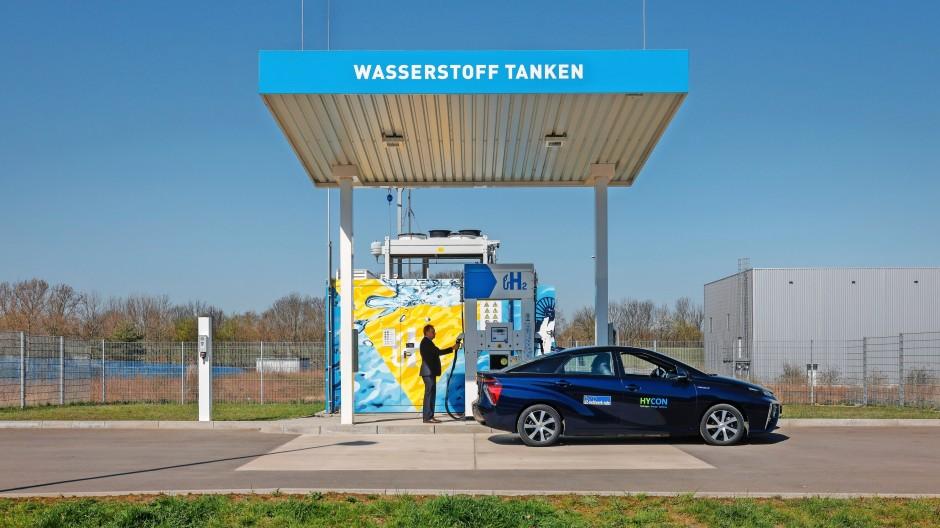 Der grüne Wasserstoff verbreitet sich: In Deutschland sind derzeit 91 Wasserstofftankstellen in Betrieb, weitere saubere Zapfsäulen sollen folgen.