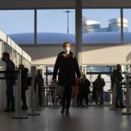 Corona-Testeinrichtung in Utrecht. Flugreisende aus Deutschland auf dem Weg in die Niederlande müssen künftig einen negativen PCR-Test vorweisen.