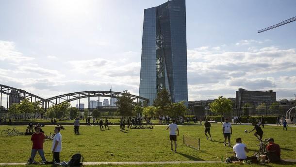Corona-Botschafter sollen Feiernde  in Frankfurt sensibilisieren