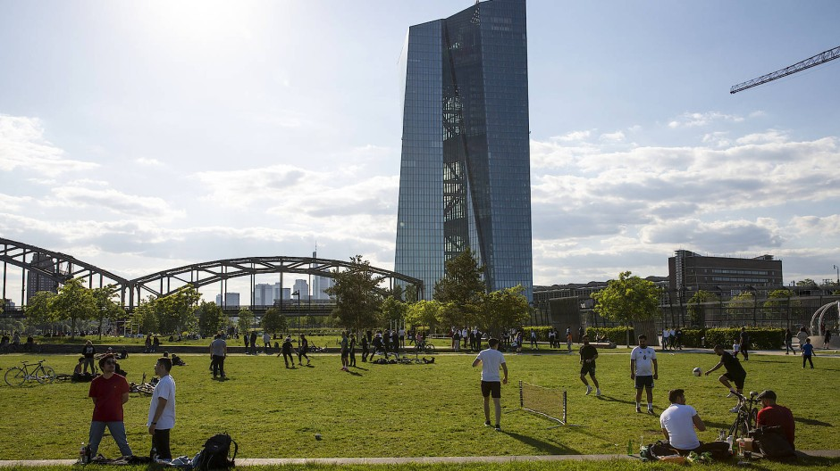 Nicht nur am Mainufer, sondern auch an der Frankfurter Börse herrscht frühlingshafter Optimismus.