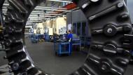 Archiv:  Produktion von Radbremsscheiben für Schienenfahrzeuge bei der Knorr-Bremse AG in München.