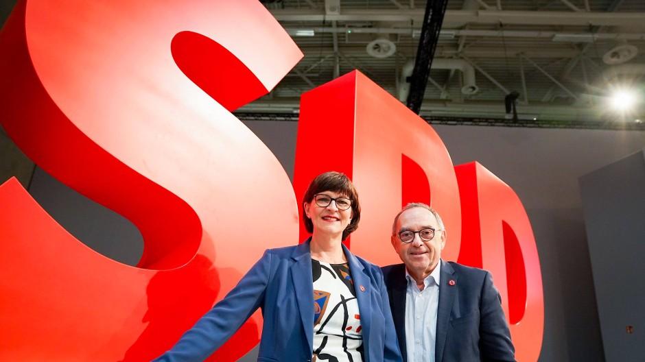 Die neuen Vorsitzenden der SPD Saskia Esken und Norbert Walter-Borjans