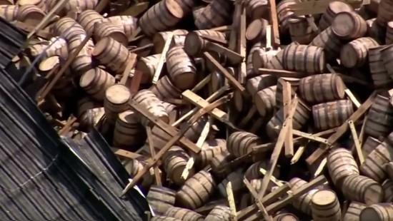 10.000 Whisky-Fässer in Schnapsfabrik zerstört