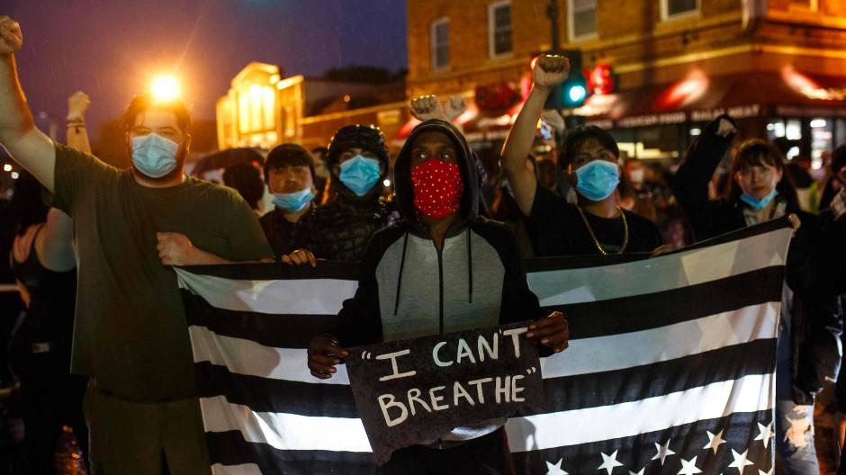 """""""Ich kann nicht atmen"""": Jugendliche protestieren in Minneapolis gegen Polizeigewalt."""