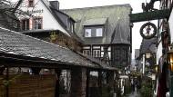 Im Winterschlaf: Auf der Rüdesheimer Drosselgasse herrscht zur Zeit kein buntes Treiben.