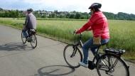 Aktive ältere Radfahrer lieben das Elektrofahrrad. Das bildet sich auch in der Unfallstatistik ab.