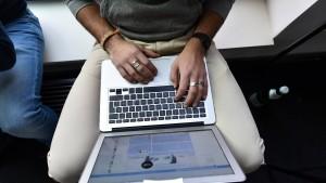 Autoritäre scharfe Macht und ihre digitale Agenda