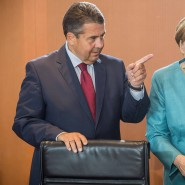 Erhobener Zeigefinger: Außenminister Gabriel wirft der Kanzlerin den Bruch von Versprechen vor – doch das betrifft nicht nur die CDU