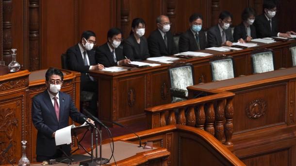Shinzo Abe verspricht Masken – und erntet Spott