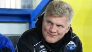Wird Stefan Effenberg beim nächsten Spiel gegen Bielefeld noch auf der Trainerbank sitzen?