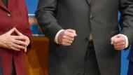 Raute oder Faust? CDU und CSU haben unterschiedliche Pläne für die Bundestagswahl.