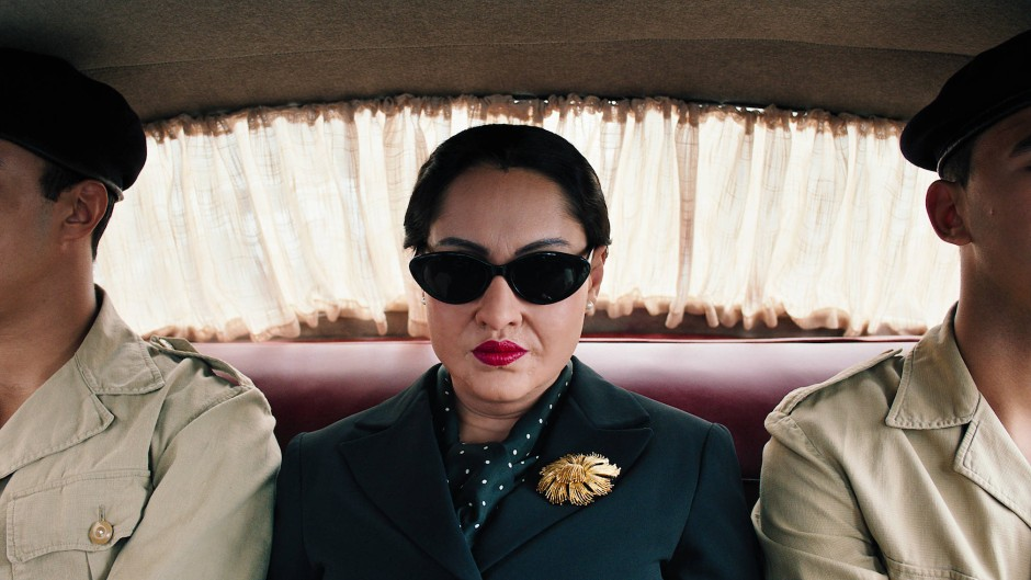 Najia Skalli als Oum Kulthum in Shirin Neshats Biopic.