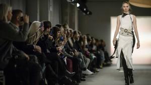 Fashion Week eröffnet mit Dorothee Schumacher