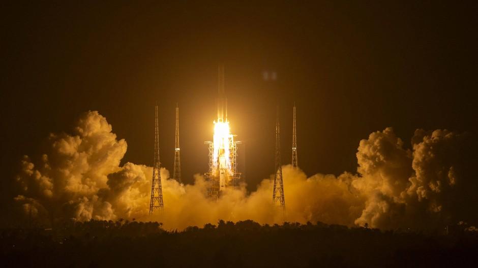 Geglückter Start: Die chinesische Rakete ist auf dem Weg zum Mond.