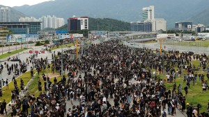 Demonstranten blockieren Hongkonger Flughafen