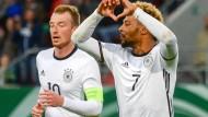 Mit Herzchen zur EM: Serge Gnabry (r.) und Maximilian Arnold dürfen zufrieden sein