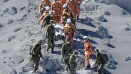 30 Bergsteiger leblos nach Vulkanausbruch gefunden