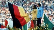 Schwüre allein reichen nicht, wie hier von der Leichtathletin Heidi Schüller beim Olympischen Eid 1972: Der Sport muss vorleben, was er zu sein vorgibt
