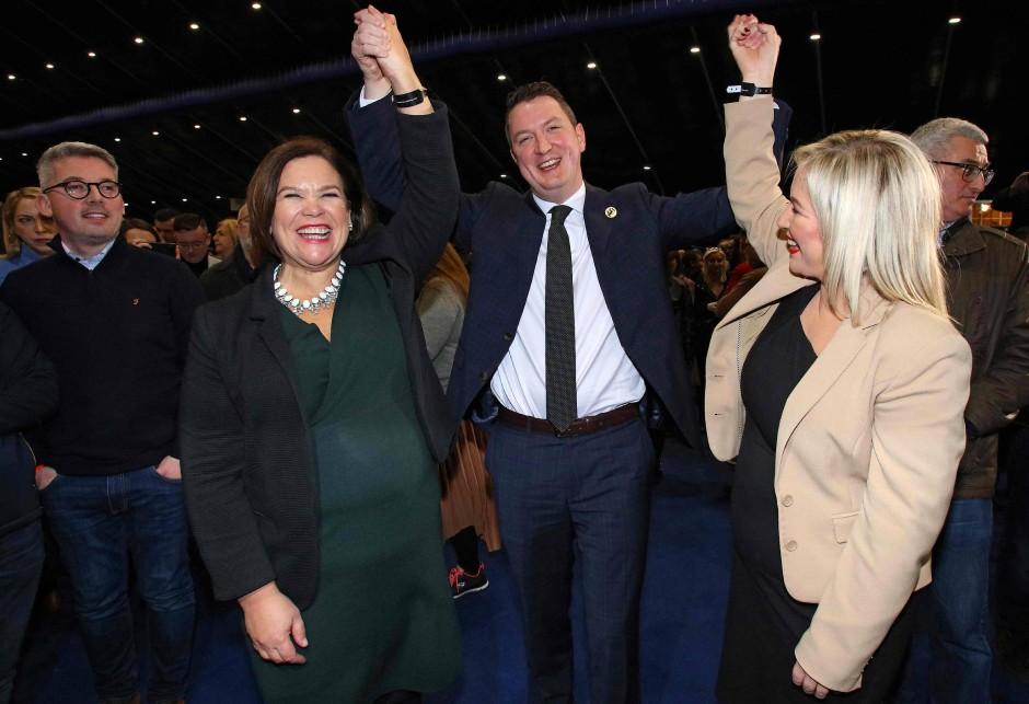Jubelt nach dem Wahlsieg: Sinn-Fein-Kandidat John Finucane