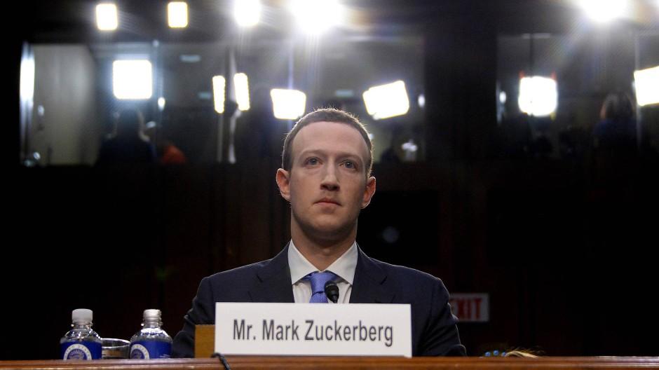 Mark Zuckerberg muss sich unangenehme Fragen gefallen lassen.