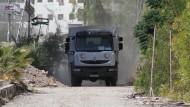 Ein Hilfskonvoi erreicht die syrische Stadt Daraja.