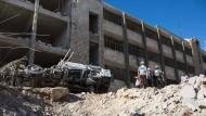 Weißhelme von syrischer Luftwaffe getroffen