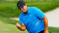 Patrick Reed jubelt bei den Northern Trust  Open im Liberty National Golf Club in New Jersey.