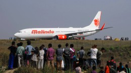 Flugzeug kommt von Startbahn ab
