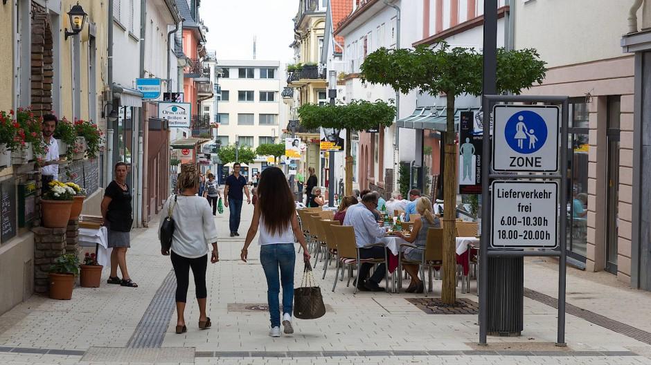 Jetzt ein Einkaufsparadies? Die Fußgängerzone in Bad Nauheim wurde saniert und umgebaut.