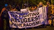 Flüchtlinge marschieren von München nach Nürnberg