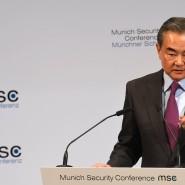 """Er hoffe, dass die Supermacht USA nicht das Vertrauen in der Welt und """"ihren gesunden Menschenverstand"""" verliere: Chinas Außenminister Wang in München"""