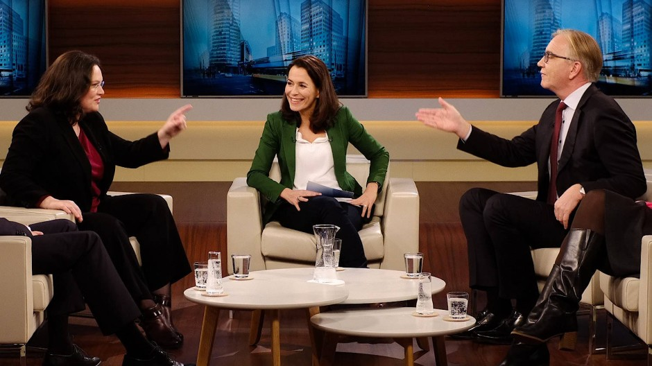 Anne Will (m.) mit Andrea Nahles (SPD) und Dietmar Bartsch (Die Linke).