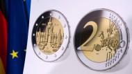 Bundeskanzlerin Merkel präsentiert 2-Euro-Gedenkmünze 2016