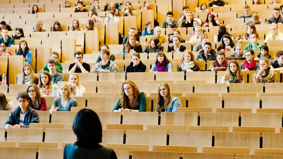 Die Politikwissenschaften wagt sich nur noch selten aus den Hörsälen heraus