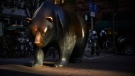 Bärige Zeiten an der Börse, auch an der Frankfurter, wo diese schöne Skulptur steht