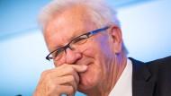 """""""Selbstverständlich kann man das Alter thematisieren. Ob es klug ist, ist eine andere Frage"""" - Winfried Kretschmann am Donnerstag in Stuttgart."""