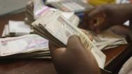 1000 nigerianische Naira wären momentan etwa 2,80 Euro.
