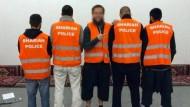 """Die """"Scharia Polizei"""" zog im September 2014 mit orangefarbenen Warnwesten durch die Straßen von Wupptertal und verteilte Flyer mit der Aufschrift """"Shariah Controlled Zone""""."""