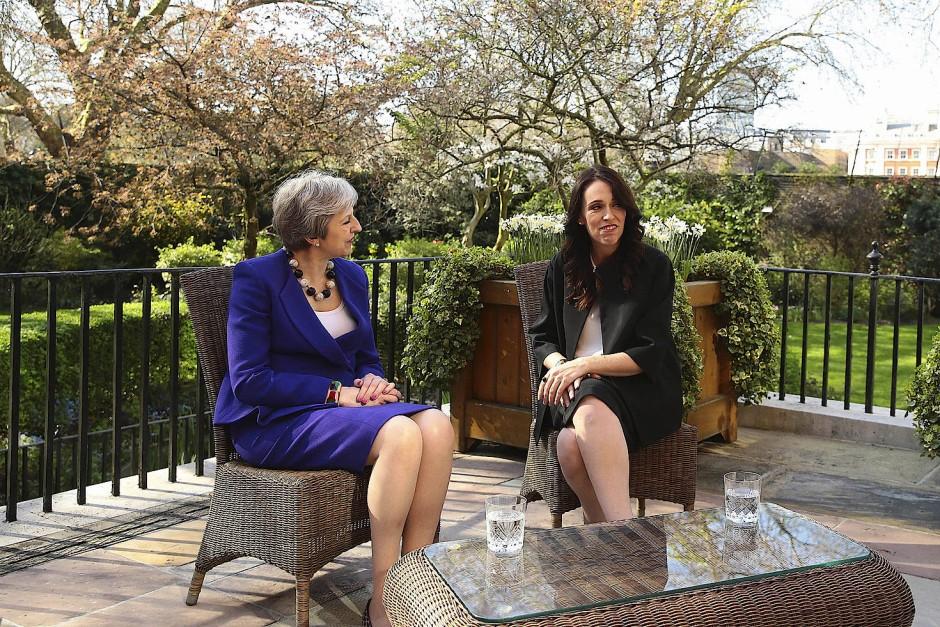 Gespräch unter Premierministerinnen: Ardern trifft May