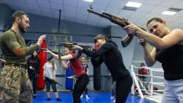 Frauen trainieren Verteidigung