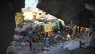 Einer der Lastwagen des Hilfskonvois, der am Montag bombardiert wurde