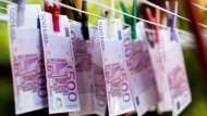 Mit dem vielen Geld können die Aktionäre machen was sie wollen – zum Beispiel an einer Wäscheleine aufhängen.
