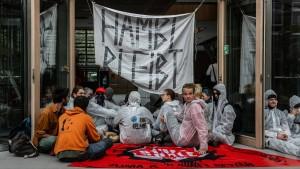 Umweltschützer blockieren NRW-Landesvertretung