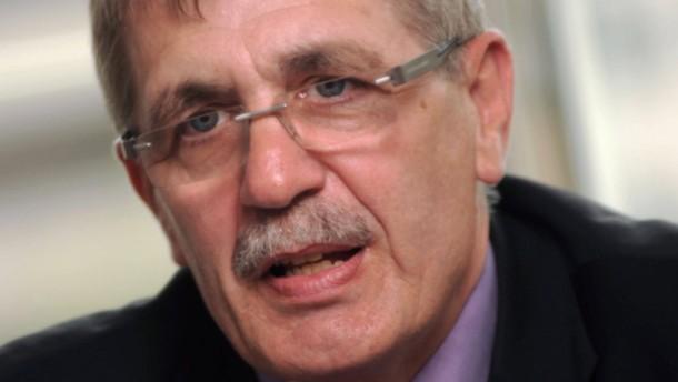 Betriebliche Alterssicherung - Volker Weber, Chef der Chemiewerkschaft im Hessen-Thüringen, und Arbeitgebervertreter Joachim Schwind äußern sich zu Plänen der EU zur betrieblichen Alterssicherung