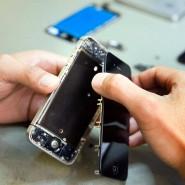 Statt Smartphones zu reparieren, händigen viele Unternehmen ihren Kunden neue Geräte aus.