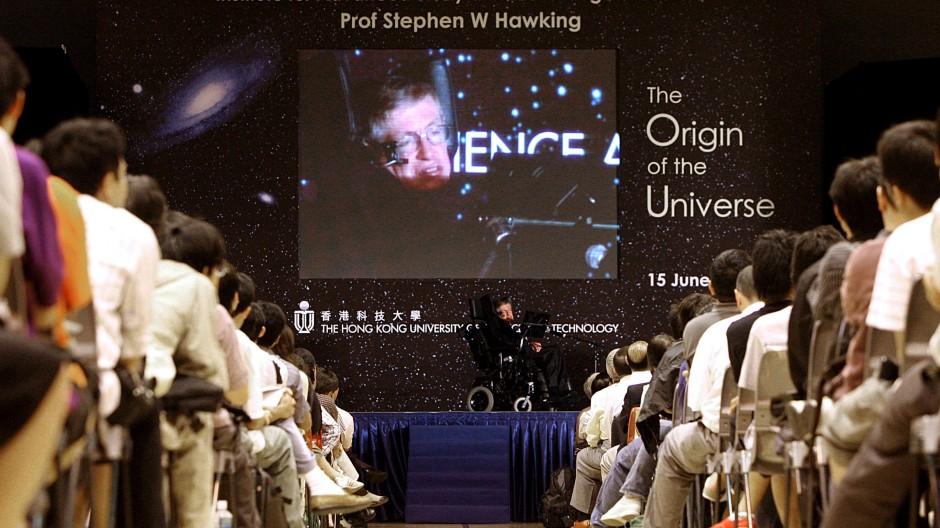 Er war der Höhepunkt einer jeden Kosmologen-Konferenz: Stephen Hawking (1942-2018) rockt den Tagungssaal.