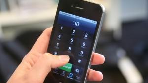 Kind bekommt Handy und ruft 19 Mal die Polizei an