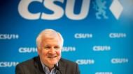 Innenminister Horst Seehofer (hier am Samstag in München) liegt im Asyl-Streit mit Kanzlerin Angela Merkel. Würde die Fraktionsgemeinschaft der Union aufgekündigt, könnte Seehofers CSU zweitstärkste Kraft in Deutschland werden.